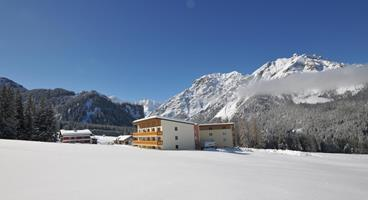 asterbel-hotelansicht-winter